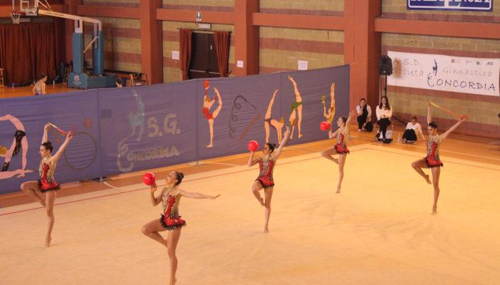 La atlete della Rhythmic School ad Arezzo nel week end alla finale del Campionato nazionale di Insieme di Ritmica